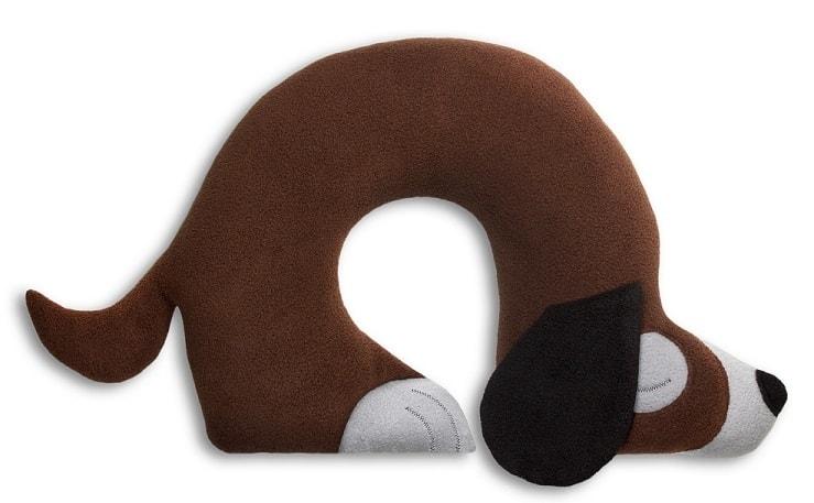 Leschi Cestovní polštářek pes Charlie 40x32cm hnědá/černá