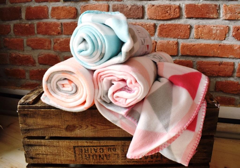 Home collection Fleece deka s farebnými trojuhoľníkmi 130x160 cm - Modrozelená