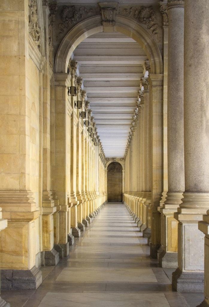 1Wall 1Wall fototapeta Stĺpový foyer 158x232 cm